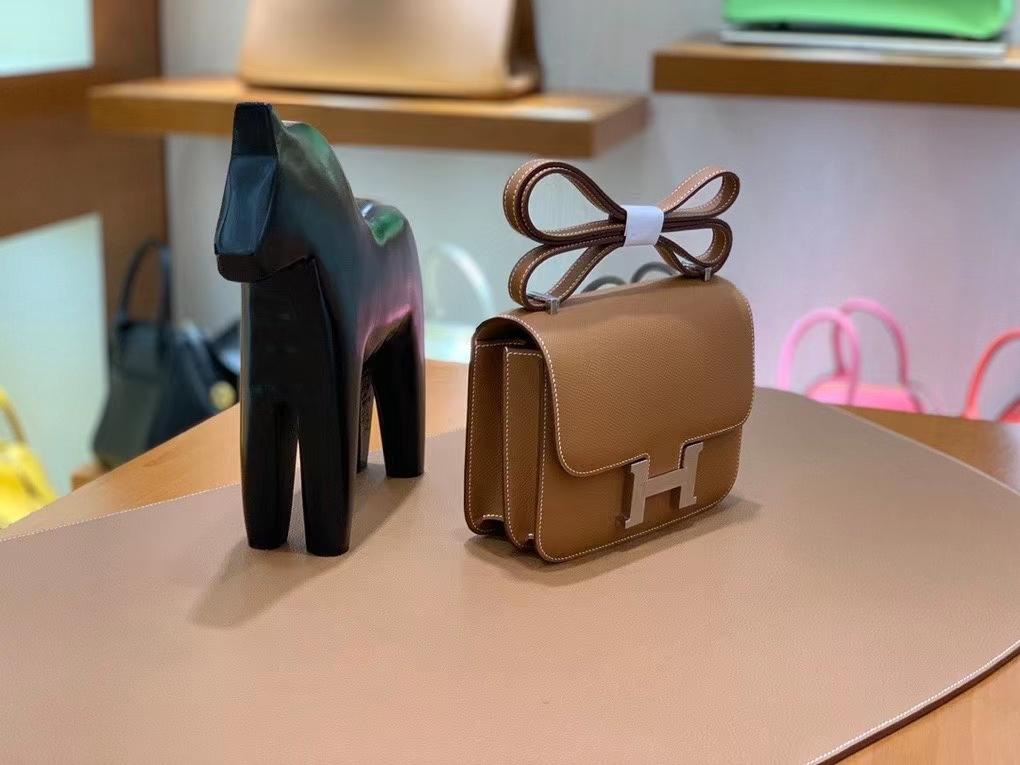 Hermès(爱马仕)Constance 空姐包 epsom 金棕色 银扣 19cm 现货