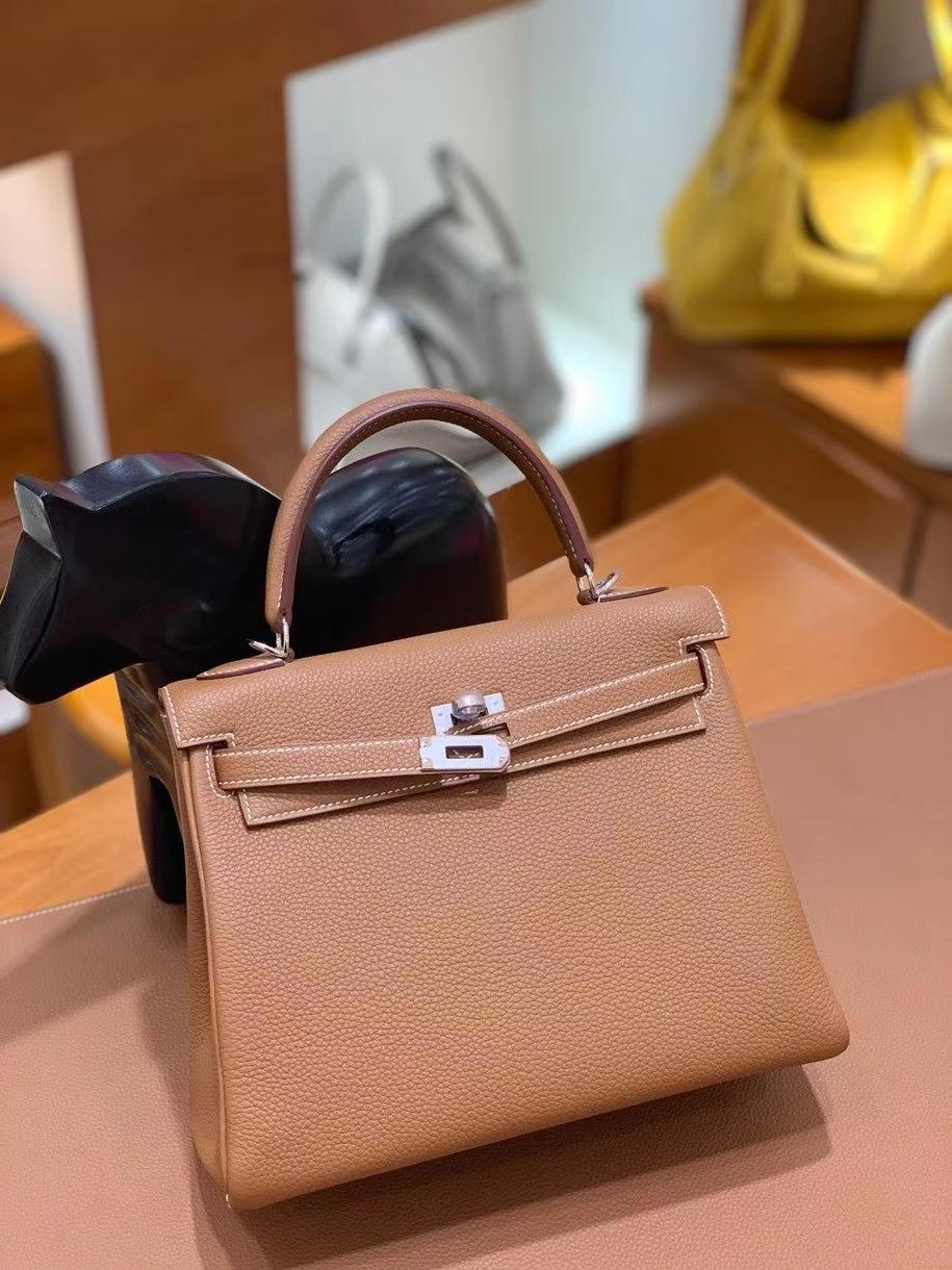 Hermès(爱马仕)Kelly 凯莉包 togo 金棕色 银扣 25cm 现货