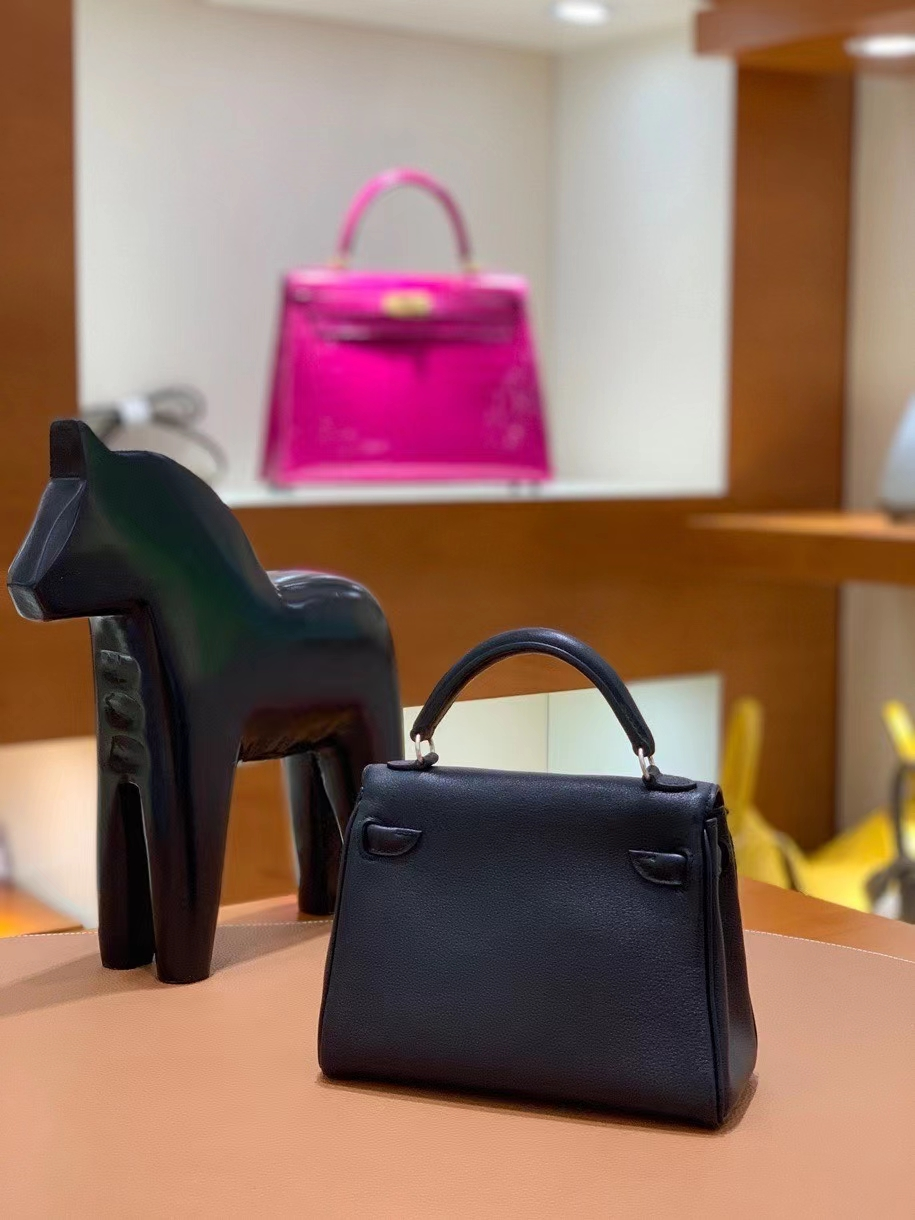 Hermès(爱马仕)Kelly doll swift 黑色 拼 石榴红 16cm 银扣 现货