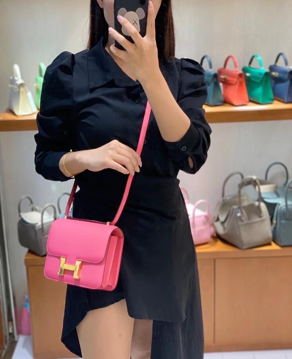 Hermès(爱马仕)Constance 空姐包 epsom 唇膏粉 金扣 19cm 现货