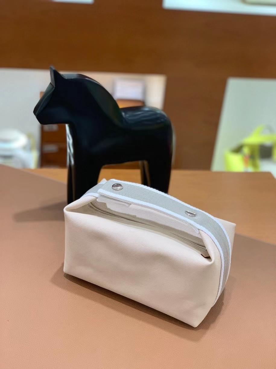 Hermès(爱马仕)米白色 饭盒包 21cm 银扣