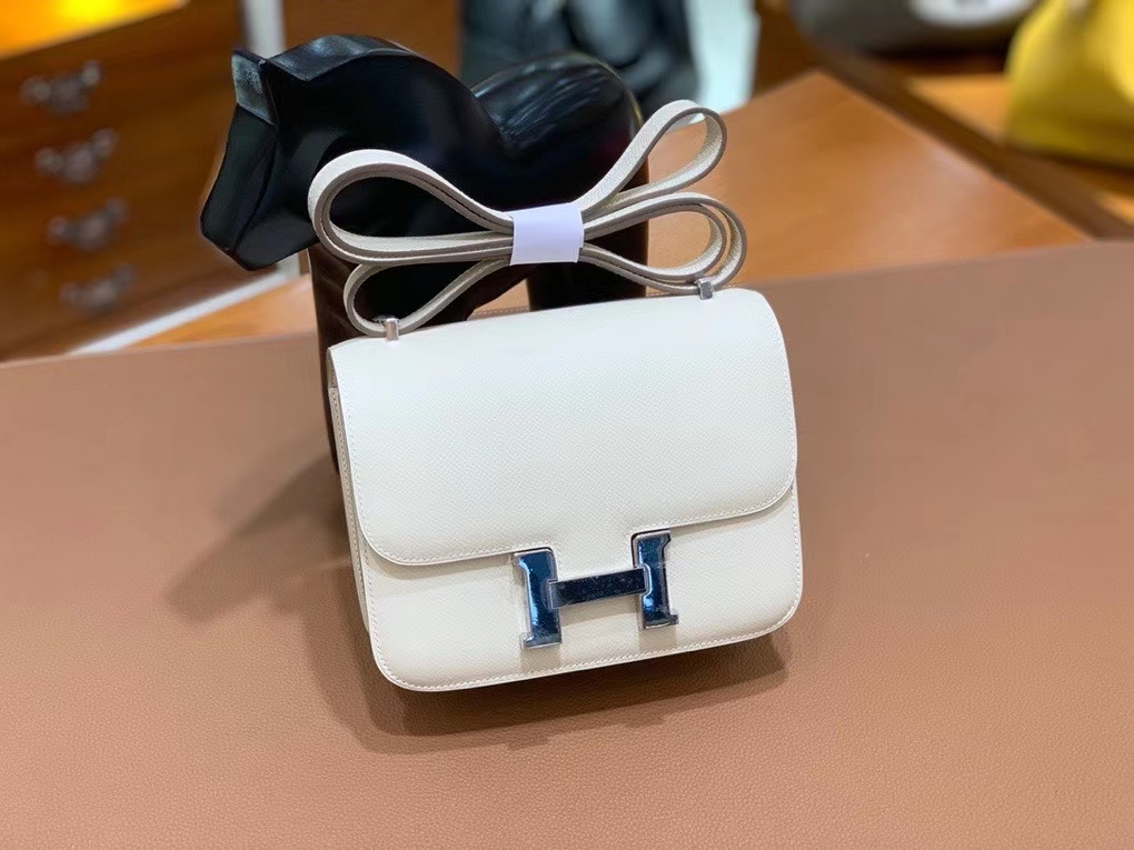 Hermès(爱马仕)Constance 空姐包 epsom 奶昔白 19cm 银扣 现货