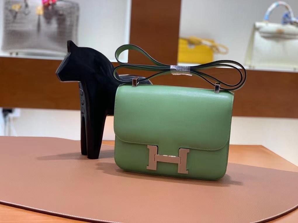 Hermès(爱马仕)Constance 空姐包 epsom 牛油果绿 银扣 24cm 现货