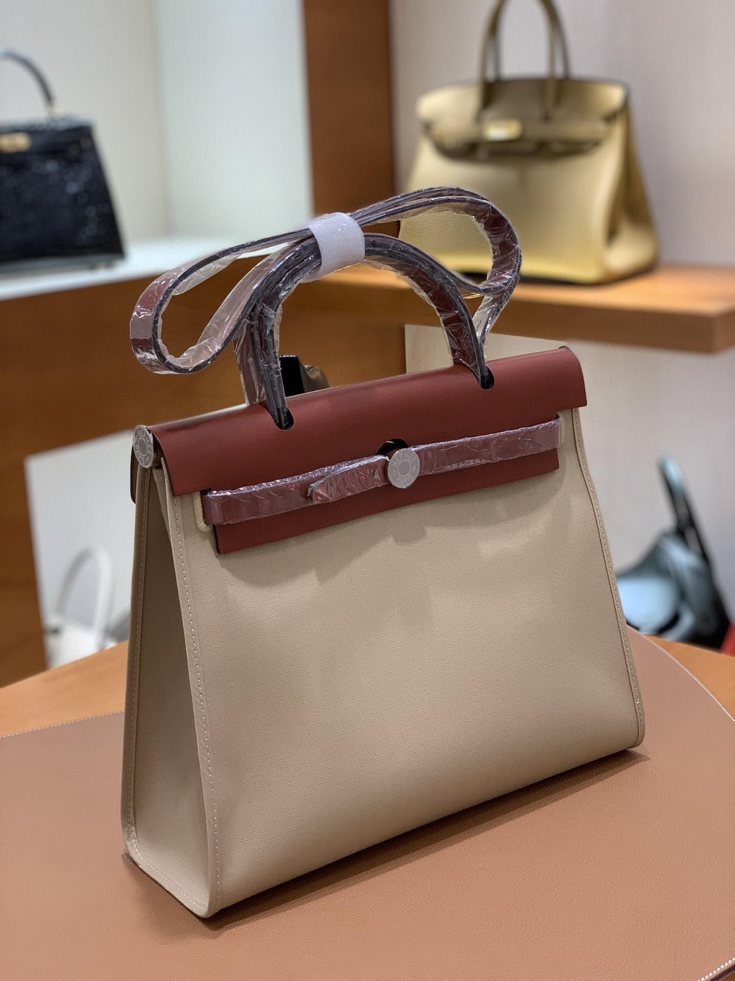Hermès(爱马仕)Herbag 焦糖色拼风衣灰 Box帆布 银扣 31cm