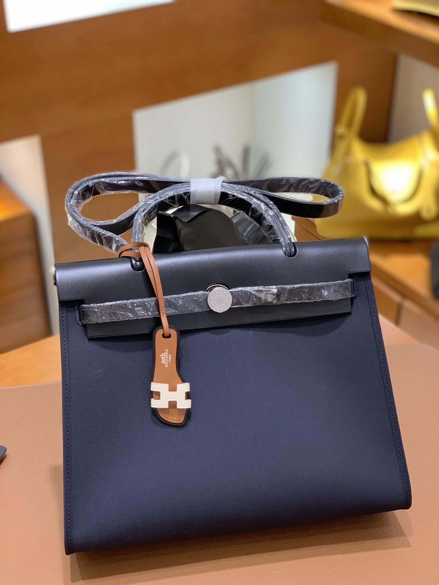Hermès(爱马仕)Herbag 黑色 Box帆布 银扣 31cm