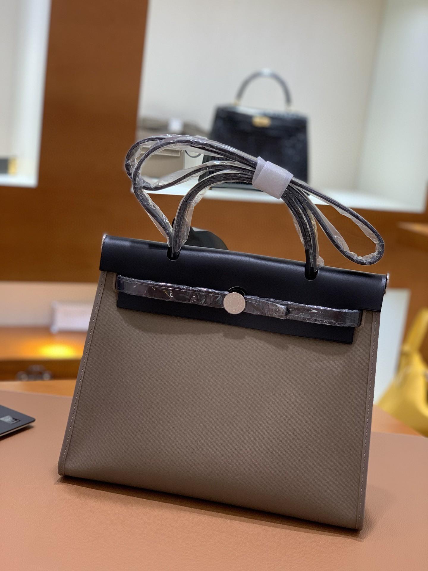 Hermès(爱马仕)Herbag 黑色拼大象灰 Box帆布 银扣 31cm