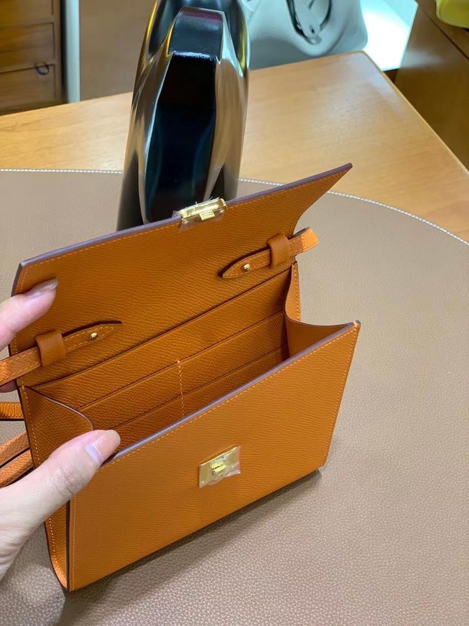 Hermès(爱马仕)clice 挎包 Epsom 橙色 金扣 16cm 现货