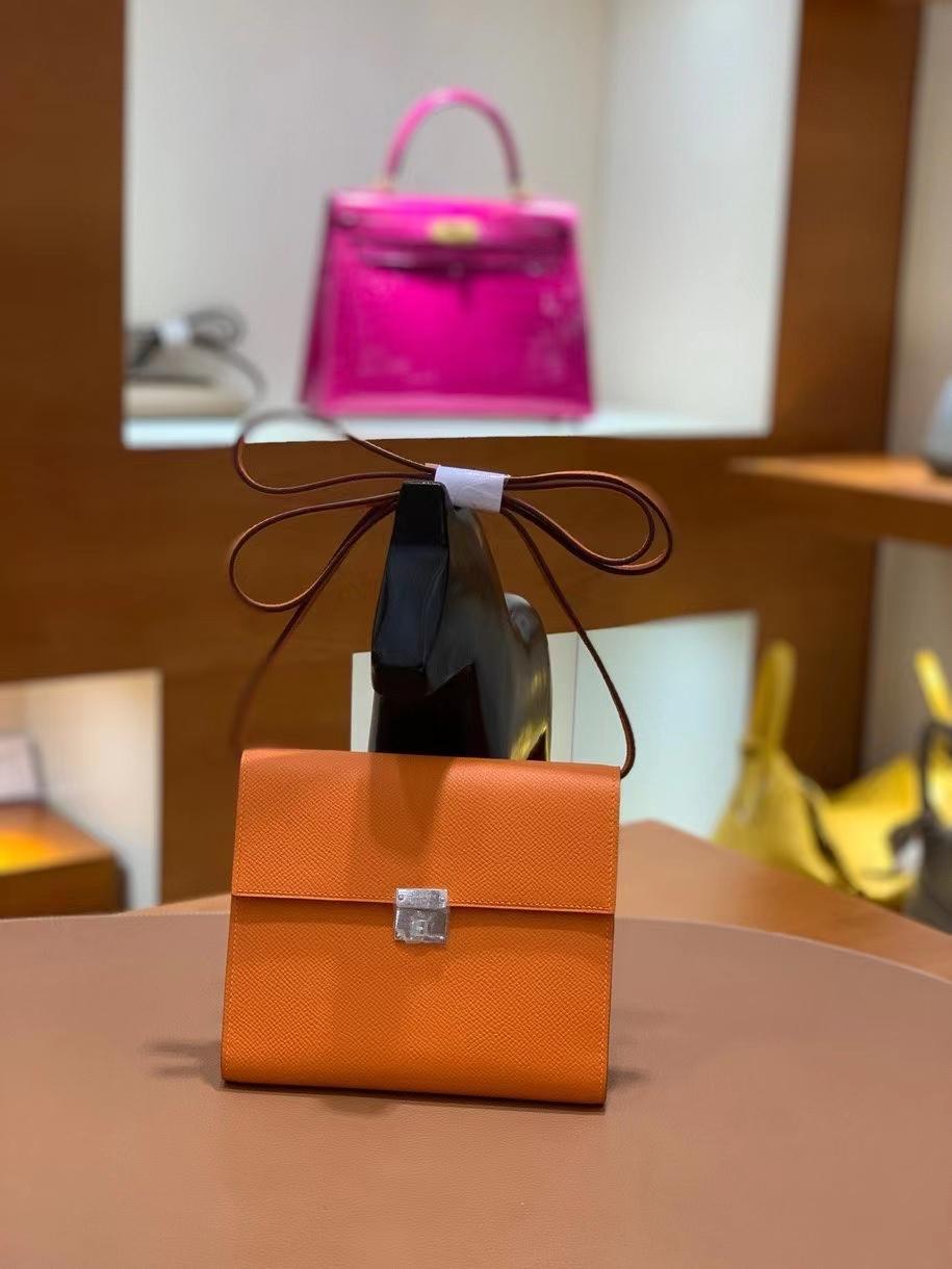 Hermès(爱马仕)clice 挎包 Epsom 橙色 银扣 16cm 现货