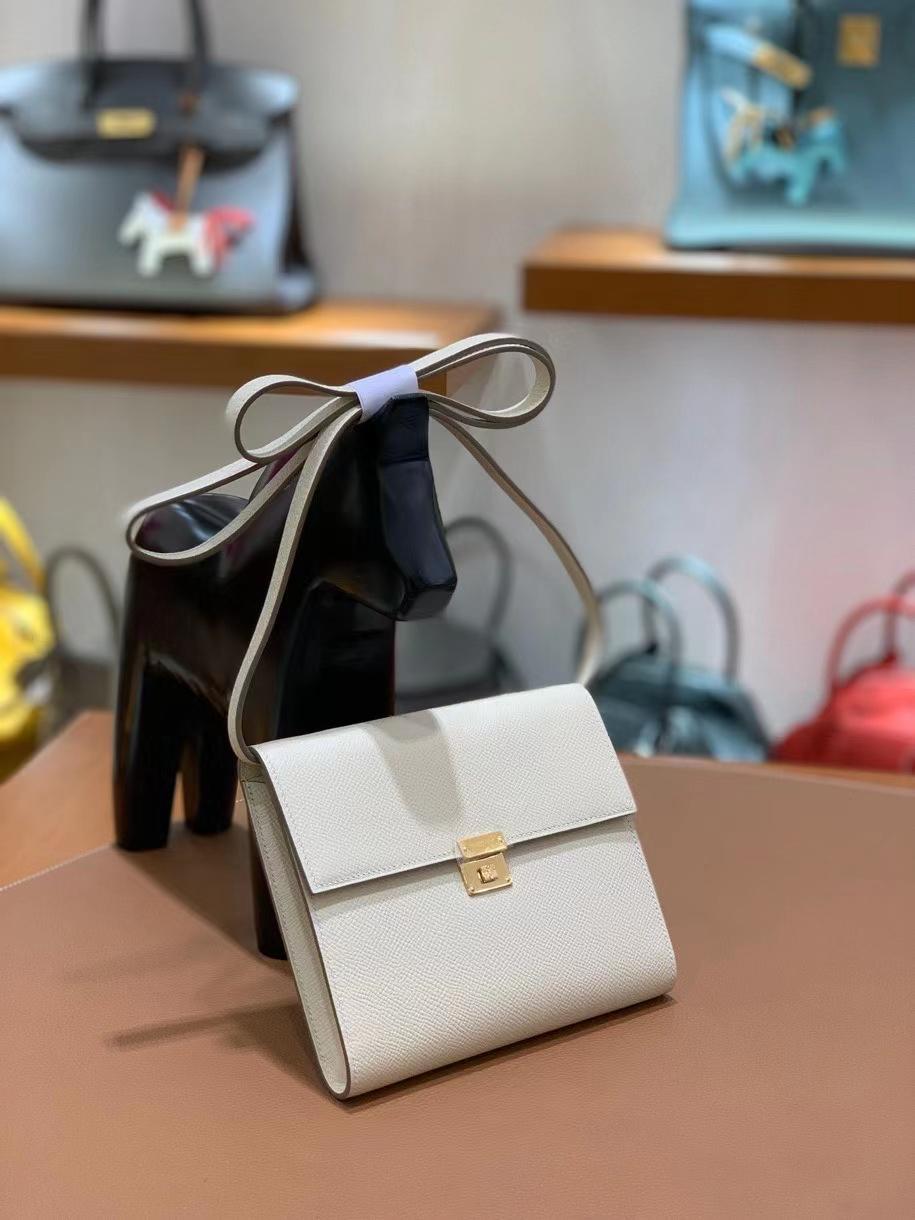 Hermès(爱马仕)clice 挎包 Epsom 奶昔白 金扣 16cm 现货