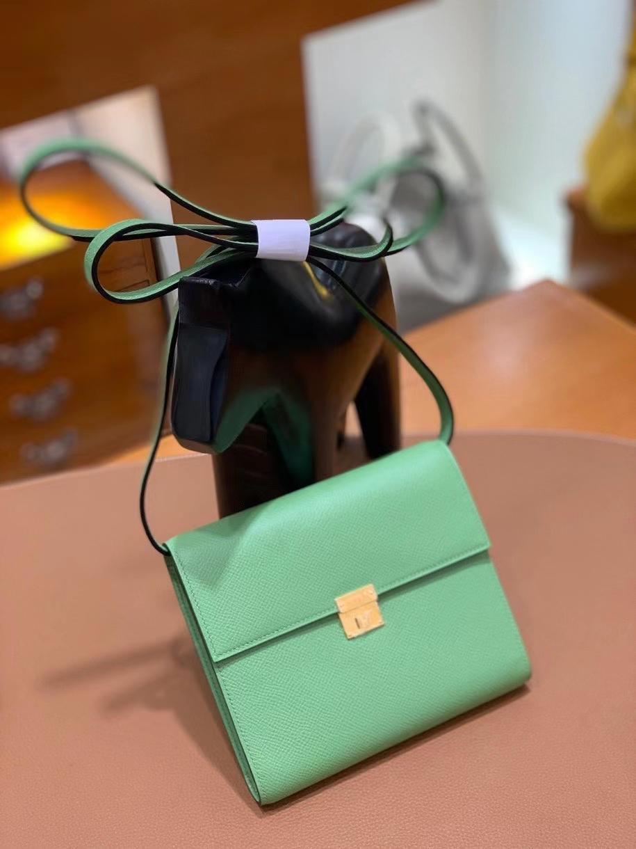 Hermès(爱马仕)clice 挎包 Epsom 牛油果绿 金扣 16cm 现货