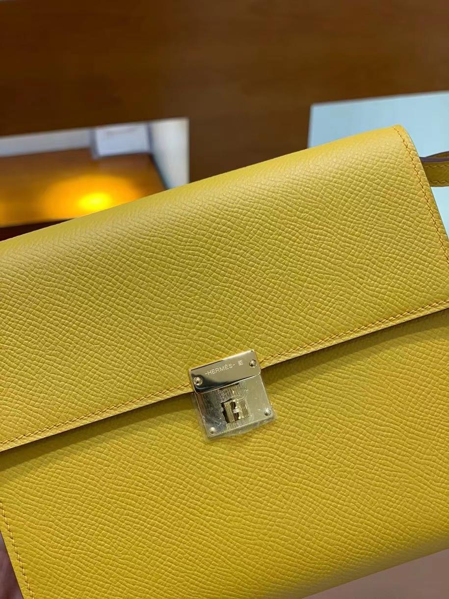 Hermès(爱马仕)clice 挎包 Epsom 琥珀黄 金扣 16cm 现货