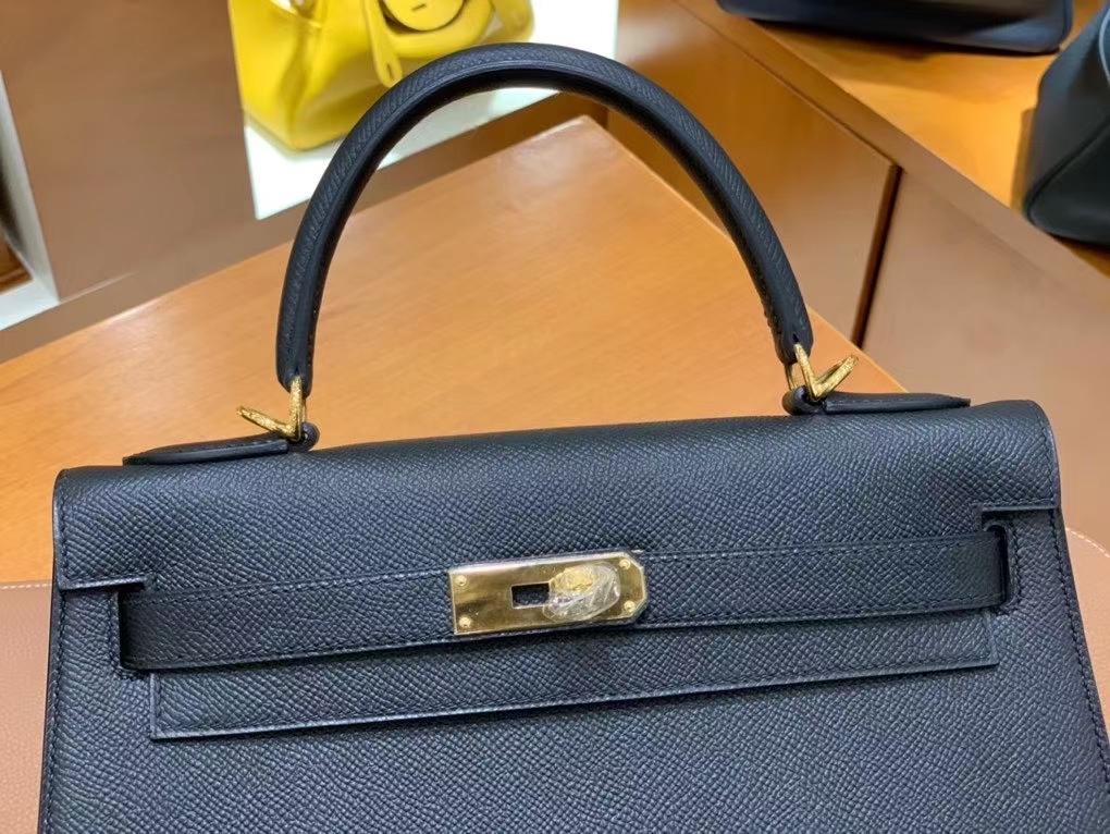 Hermès(爱马仕)Kelly 凯莉包 Epsom皮 黑色 28cm 金扣 现货