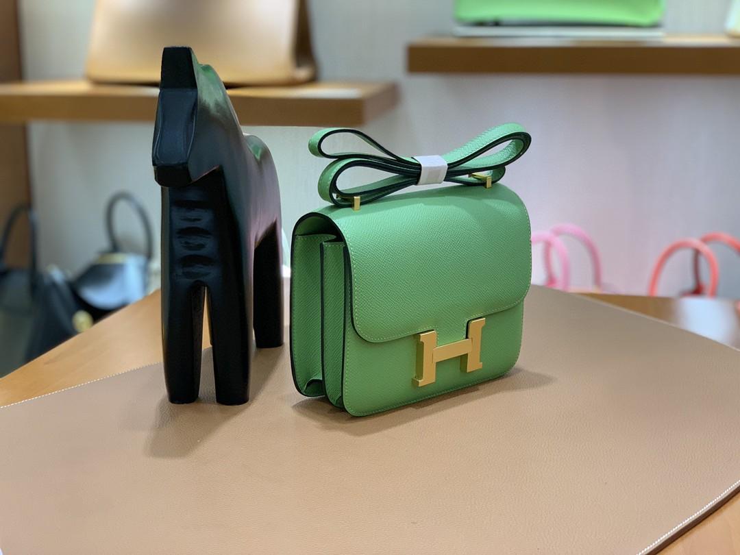 Hermès(爱马仕)Constance 空姐包 Epsom 牛油果绿 19cm 金扣