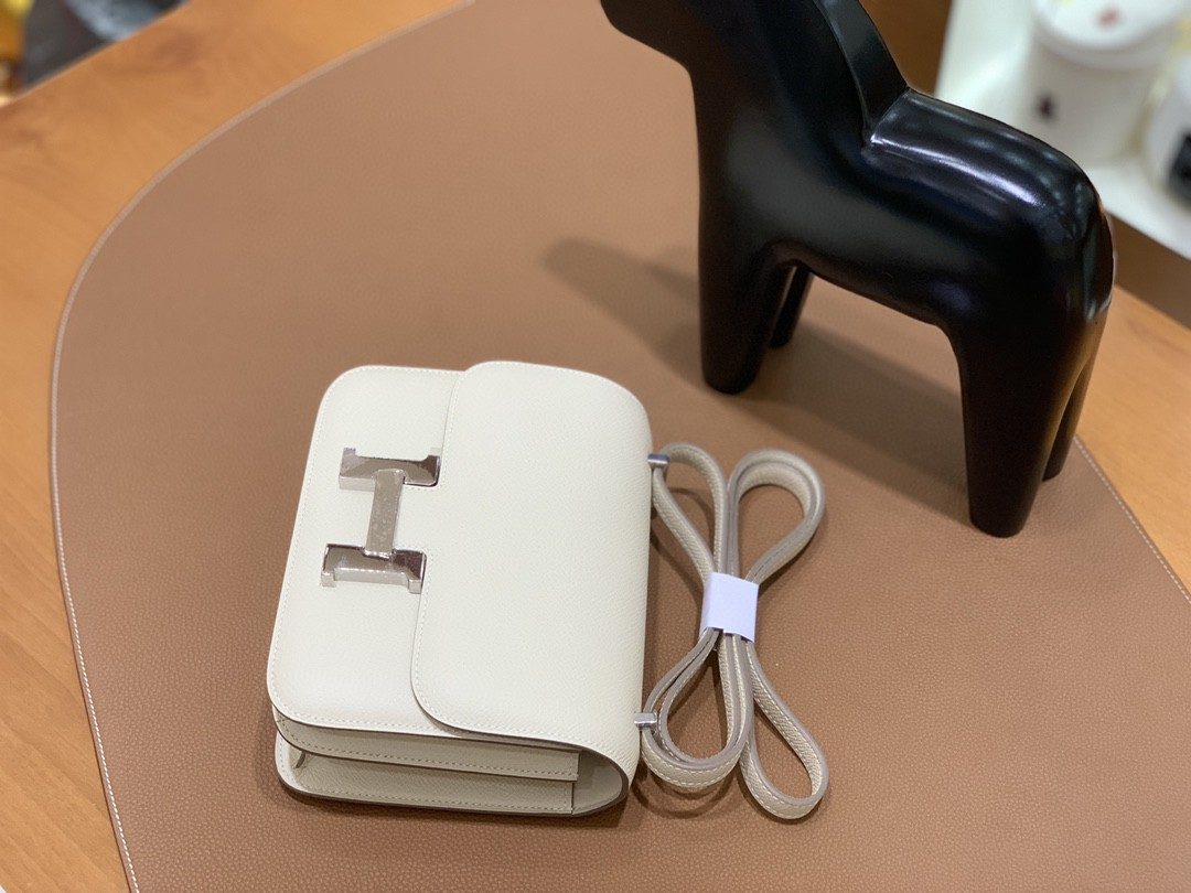 Hermès(爱马仕)Constance 空姐包 Epsom 奶昔白 19cm 银扣