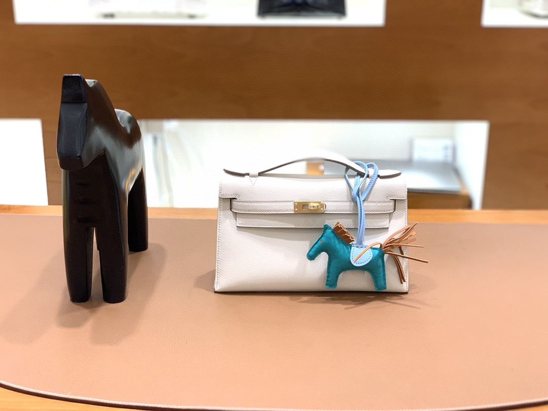 Hermès(爱马仕)mini Kelly 迷你凯莉 swift 奶昔白 金扣 22