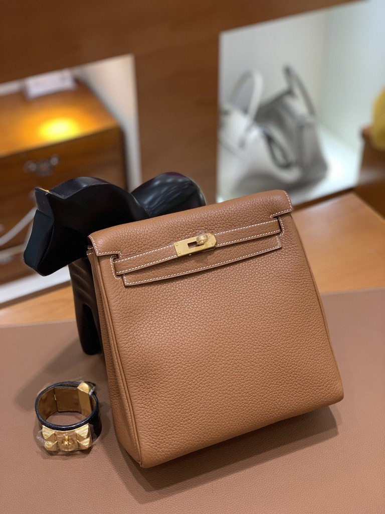 Hermès(爱马仕)Kelly ado 金棕色 TC 金扣 20cm
