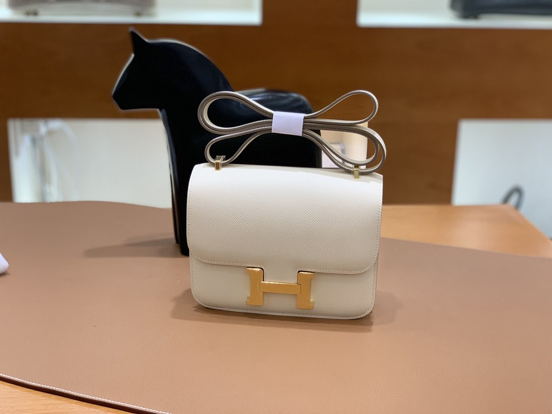Hermès(爱马仕)Constance 空姐包 Epsom 奶昔白 19cm 金扣