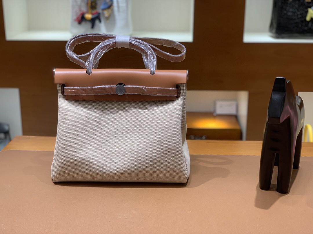 Hermès(爱马仕)Herbag Box 拼 帆布 金棕色 拼 米白 银扣 31cm