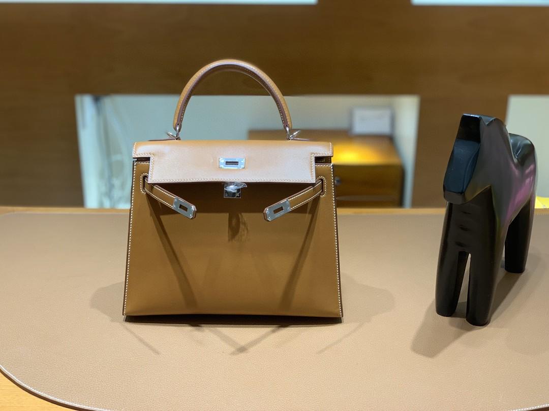 Hermès(爱马仕)Kelly 凯莉包 马鞍皮 金棕色 银扣 25cm