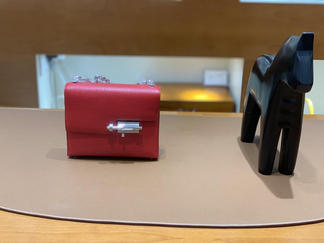 Hermès(爱马仕)Verrou 机枪包 山羊皮 Q5 国旗红 17cm 银扣