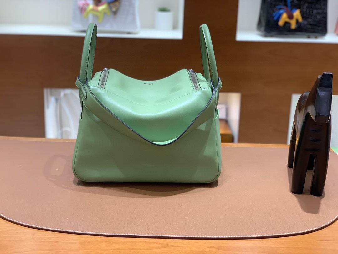 Hermès(爱马仕)Lindy 琳迪包 牛油果绿 Swift皮 银扣 30cm